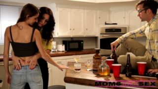 Hot Family Thearpy with Mom and Sister Incezt